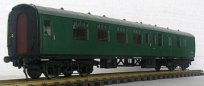 Rake of 4 coaches in BR Green pre-order